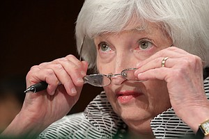 Fed Chief Yellen Warns Against Dismantling Bank Regulations