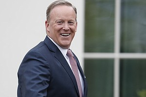 Ex-White House Press Secretary Sean Spicer Finally Meets ...