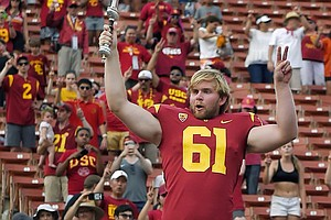 Blind USC Football Player Executes Perfect Snap In Game D...