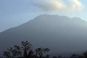 Thousands Flee Bali's Mount Agung After Volcano Threat Le...
