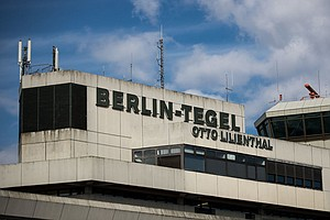Berliners Vote To Keep Cold War-Era Airport Open