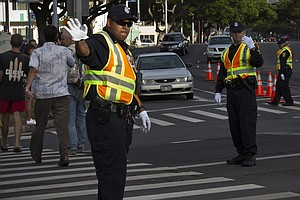 Honolulu's 'Distracted Walking' Law Takes Effect, Targeti...