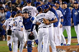 Los Angeles Dodgers Beat Houston Astros 3-1, Extend World...