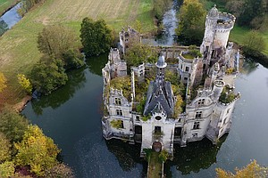 7,500 Strangers Just Bought A Crumbling French Chateau To...