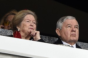 Carolina Panthers Owner Jerry Richardson Says He Will Sel...