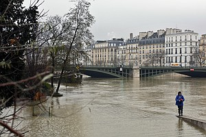 Déjà Vu Flooding In Paris As Officials Say Seine Will Cre...