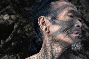 PHOTOS: The Vanishing Body Art Of A Tribe Of Onetime Head...