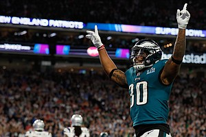Underdog Eagles Pull Out A Shocker, Beating Patriots In S...