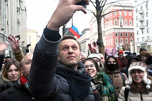 Russian Police Briefly Detain Opposition Leader Alexei Na...