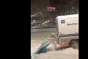 Here Is Video Footage Of A Guy Dressed As Elsa Freeing A ...
