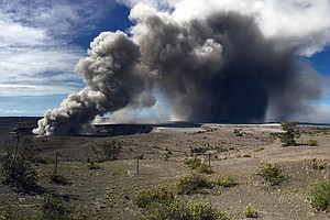 Red Alert Issued For Aviation As Kilauea Spews 'Vog' 12,0...