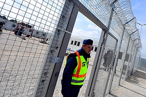 Hungary Intentionally Denying Food To Asylum-Seekers, Wat...