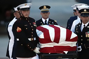 As People Across The Country Mourn, Sen. McCain's Casket ...
