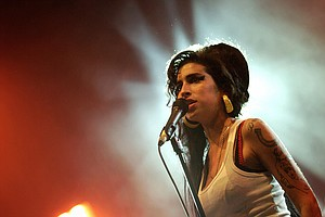 Amy Winehouse Hologram Expected To 'Tour' With A Backing ...