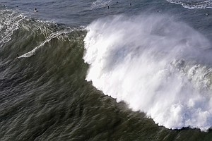 Giant, 'Extremely Dangerous' Waves Crash Into California ...