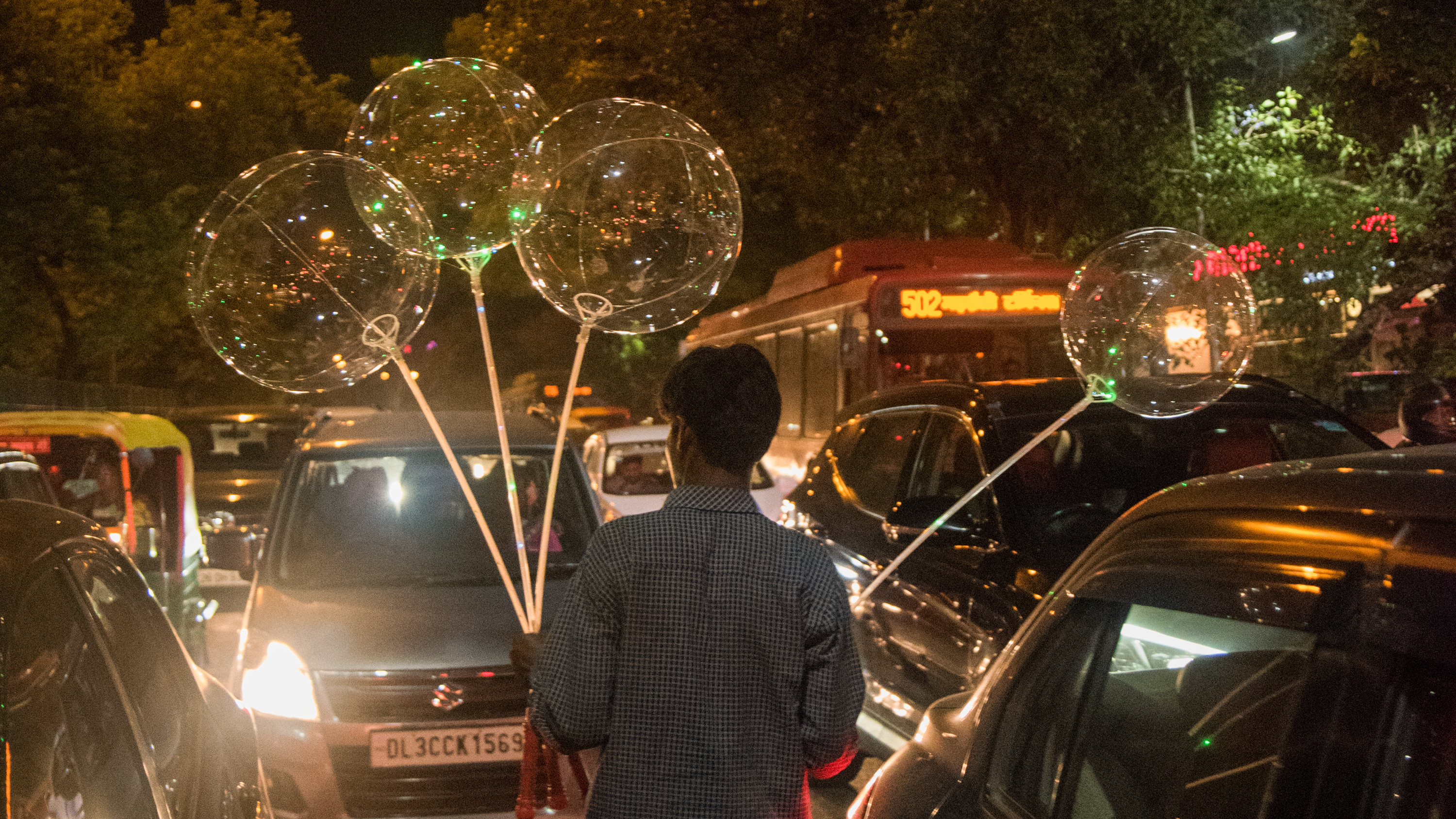 How Those Trendy LED Balloons Make It To India's Street ...