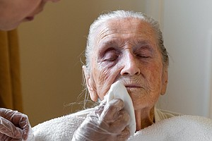 Hospitals Look To Nursing Homes To Help Stop Drug-Resista...