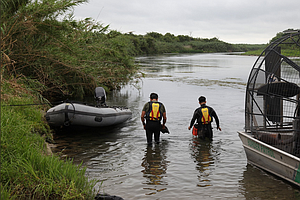 U.S. Border Patrol, Mexican Authorities Search Rio Grande...