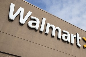 Walmart Plans Bonuses For Workers, 150,000 New Temporary Hires