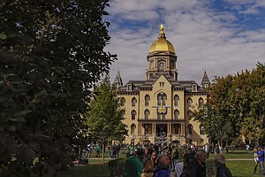 Michigan State And Notre Dame Suspend In-Person Learning Over COVID-19 Concerns