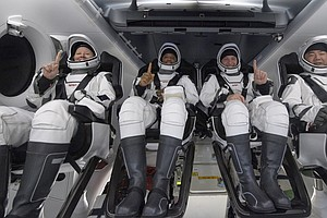 4 Astronauts Splash Down In SpaceX Dragon Capsule After 6 Months In Orbit