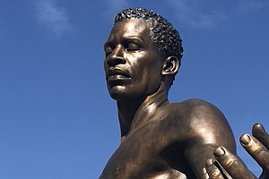 An Emancipation Statue Debuts In Virginia Two Weeks After Robert E. Lee Was R...