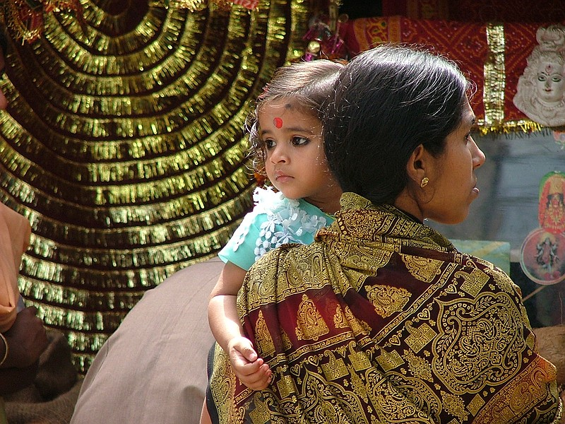 Mother and child walking around town in Patna.