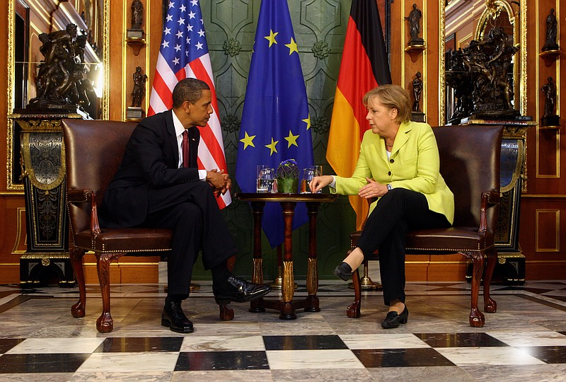 German Chancellor Angela Merkel (R) and U.S. President Barack Obama meet for ...