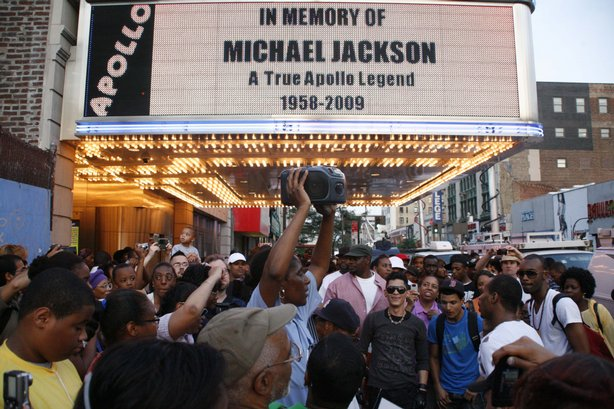 The Apollo Theater's marquee memorializes pop star Michael Jackson as crowds ...