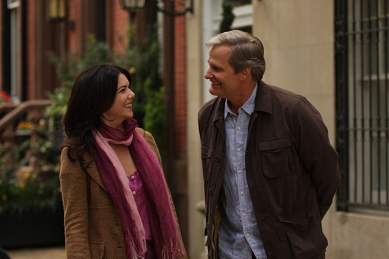 Lauren Graham and Jeff Daniels in