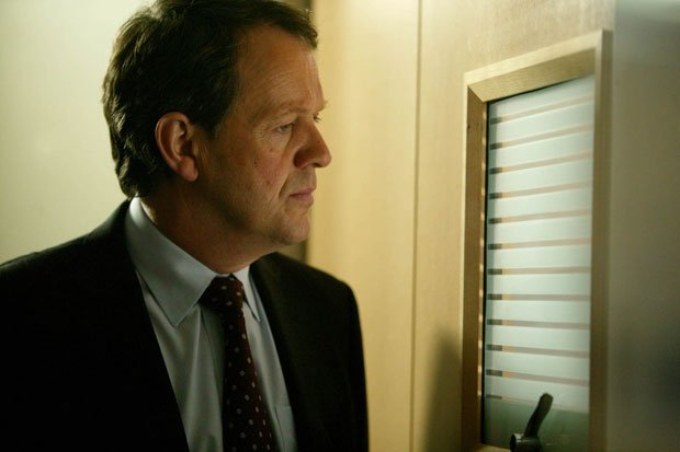 Kevin Whately as DI Robert Lewis in