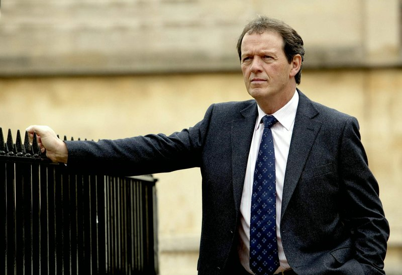 Detective Inspector Lewis (Kevin Whatley) is missing something.