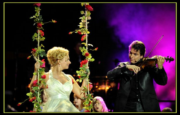 This exciting act from Holland stars virtuoso violinist Guido (right) and his wife, Wendy, a singer.