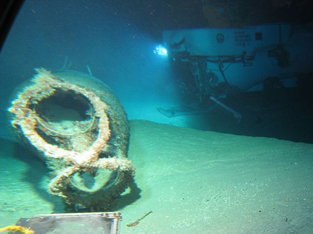 Wreck site showing the bow section and the figure-eight neck cutter with empt...