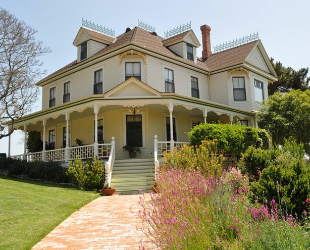 Exterior shot of the historic Oliver H. Noyes house in National City.