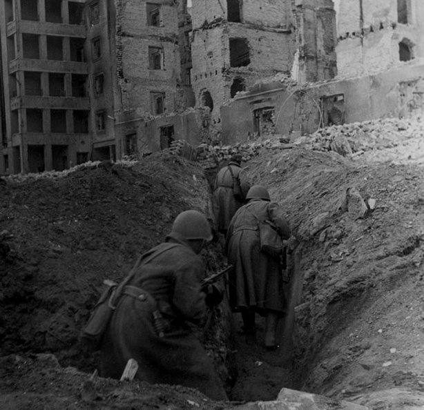 Soviet soldiers move through city trenches, Stalingrad, autumn 1942.