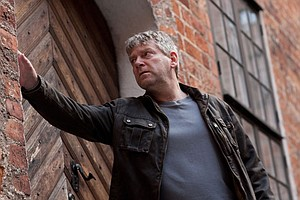 MASTERPIECE MYSTERY! Wallander, Series 2: The Man Who Smi...