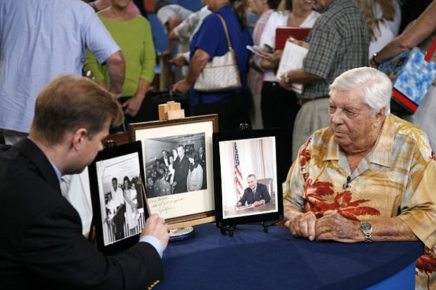 Francis Wahlgren gives an appraisal for signed photos of Presidents John F. K...