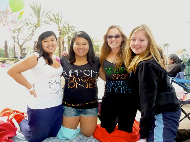 Sisters Anjela and Monica Fajardo, Coral Sooy, and Carly Mullins in line at E...