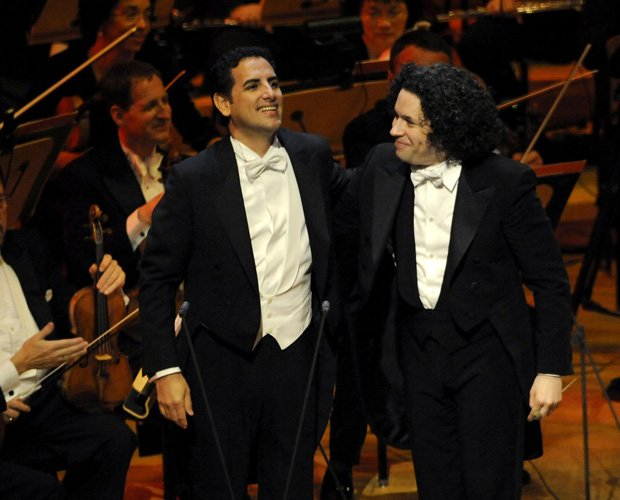 Promotional photo of Peruvian tenor Juan Diego Flórez and music director Gust...