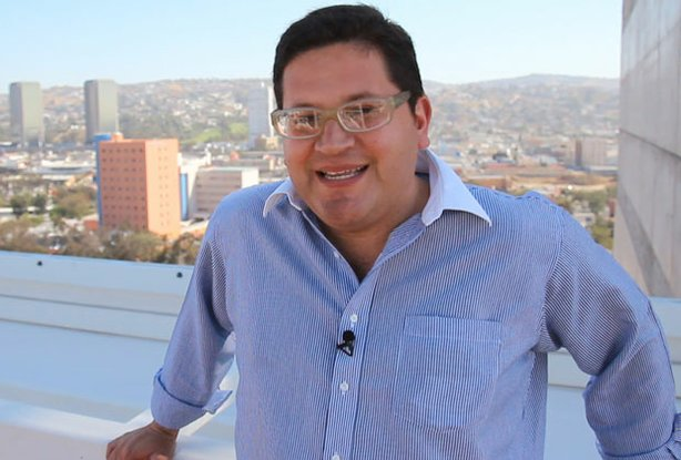 CROSSING SOUTH host Jorge Meraz explores Tijuana.