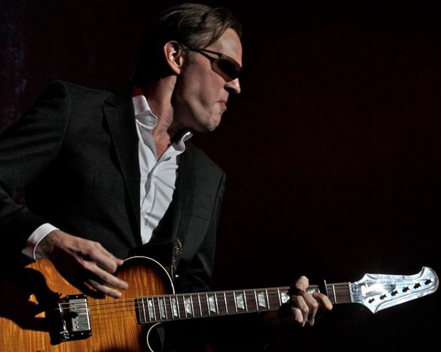 Guitar superstar Joe Bonamassa delivers a stunning performance at the legenda...