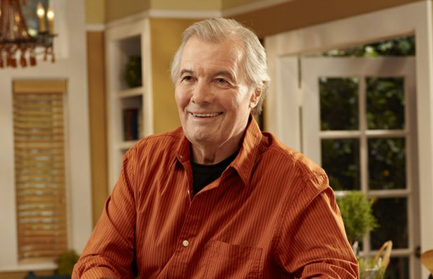 Culinary legend Jacques Pépin provides step-by-step instruction for creating mouth-watering dishes while demonstrating his impeccable technique.