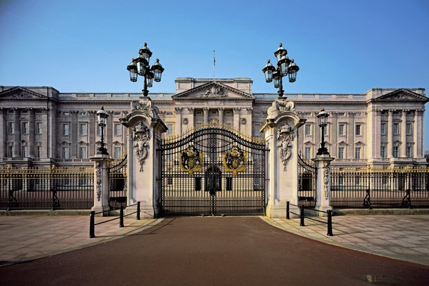 Exterior photo of Buckingham Palace.