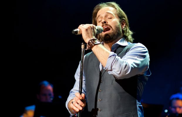 Alfie Boe showcases his mesmerizing and outstanding voice in a concert filmed...