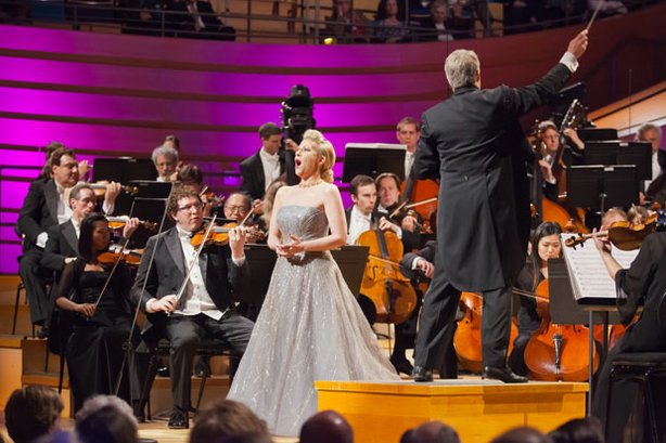 "Joyce DiDonato performs encore ""Somewhere Over the Rainbow"" with the Kansas C..."