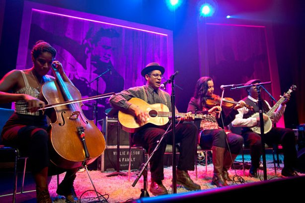 "The Carolina Chocolate Drops perform ""Jackson"" in this concert that celebrates the legacy of Johnny Cash."