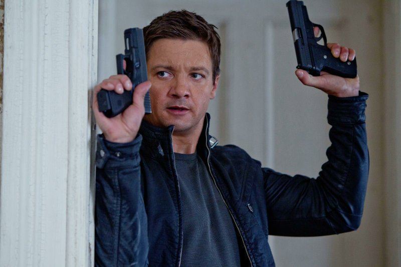 Jeremy Renner as agent Aaron Cross in