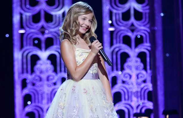 The little girl with a big voice showcases the great songs from the silver screen. Recorded in the movie palace splendor of the Orpheum Theater in Los Angeles, Jackie Evancho puts her unique stamp on audience favorites.