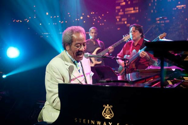 Legendary New Orleans songwriter Allen Toussaint hits the AUSTIN CITY LIMITS stage.